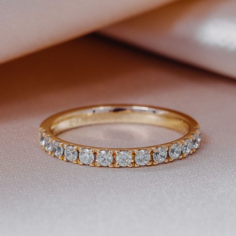 Zlat prstan z diamanti, Eternity ring